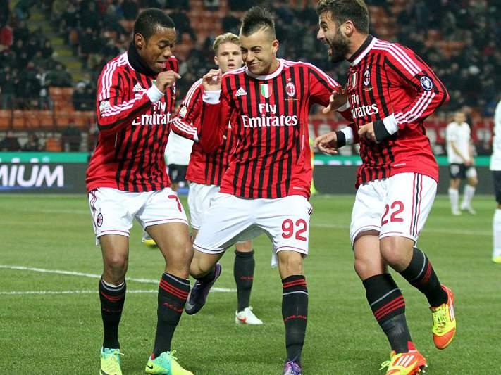 AC Milan segue para as meias-finais