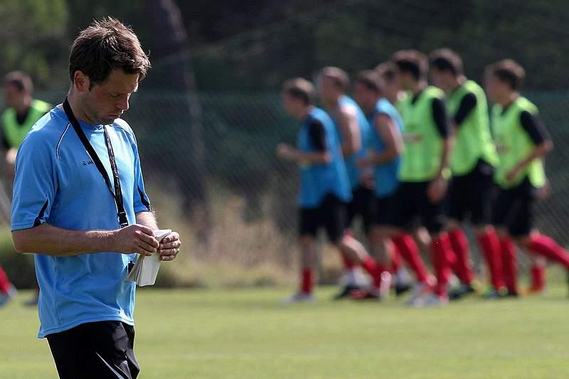 Selecionador renova contrato até ao final de 2015