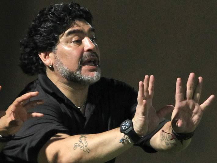 Maradona multado em 1900 euros por abuso verbal