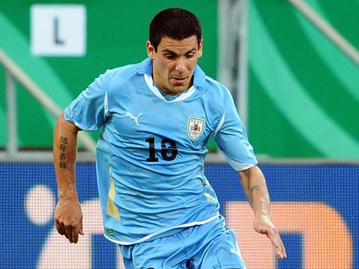 Maxi Pereira titular na vitória do Uruguai sobre a Venezuela