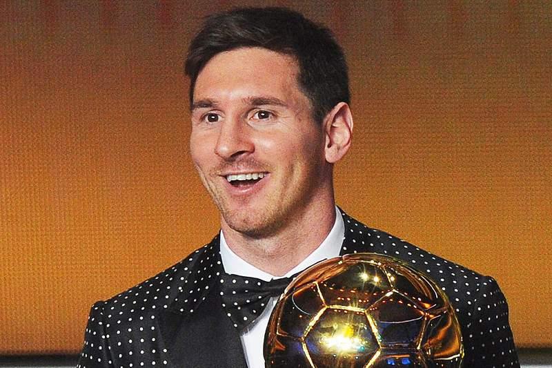 Messi vence a Bola de Ouro e bate Ronaldo
