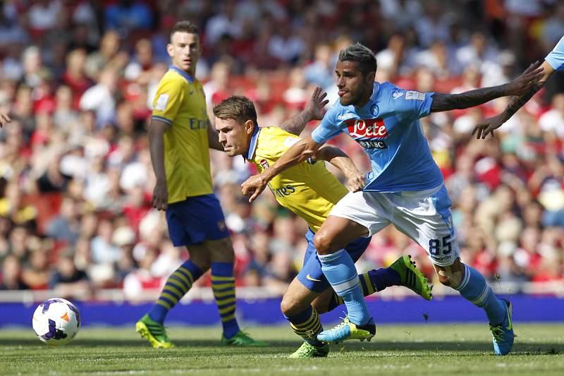 Arsenal e Nápoles empatam na Emirates Cup
