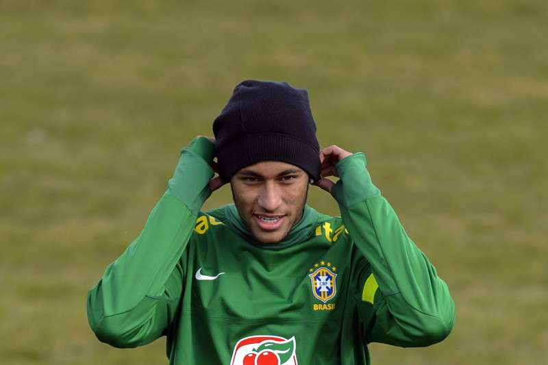 Neymar resolve mal entendido com Deco
