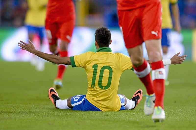 Neymar queixa-se de