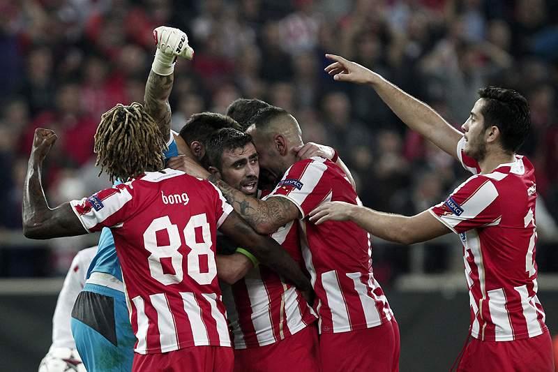 Olympiacos cimenta liderança ao golear PAOK