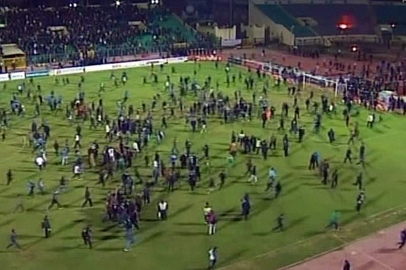 Liga egípcia de futebol retomada um ano depois