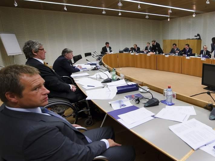 Rutura entre UEFA e clubes europeus de topo adiadas