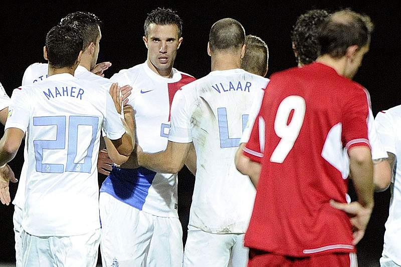 Van Persie coloca Holanda no Mundial 2014