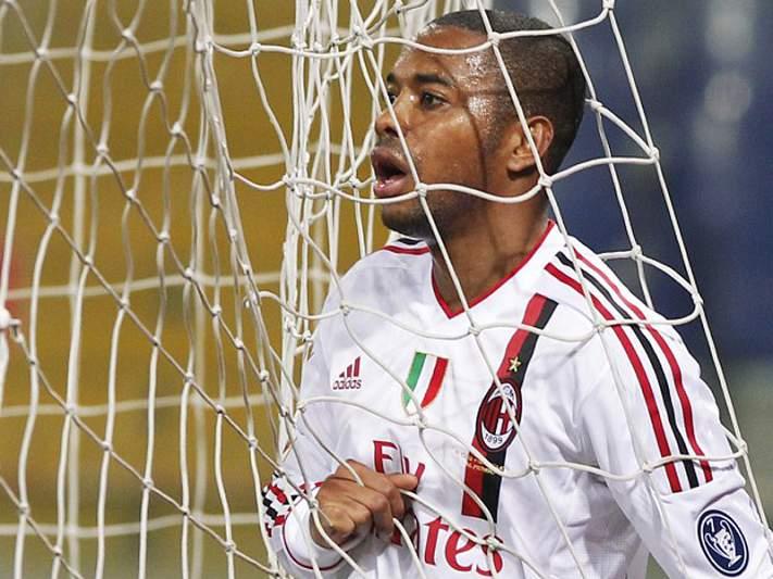 Robinho lesiona-se e falha jogo do Milan com Atlético de Madrid