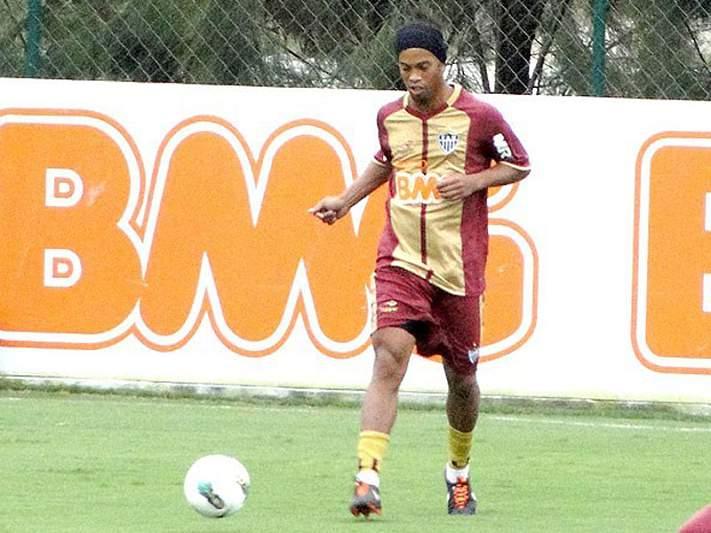 Ronaldinho dá prioridade à renovação