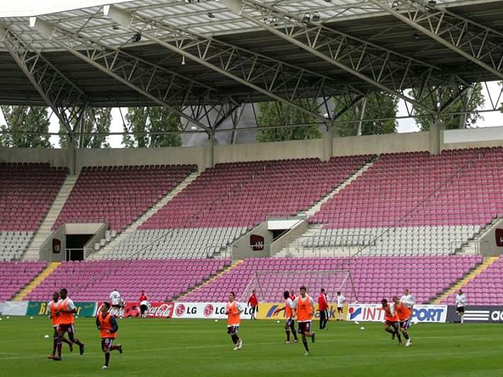 Liga suíça rejeita licenciar Lausanne e Servette