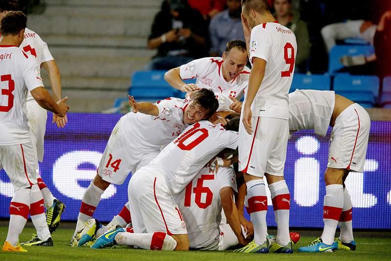 Vladimir Petkovic assume seleção da Suíça a seguir ao Mundial2014