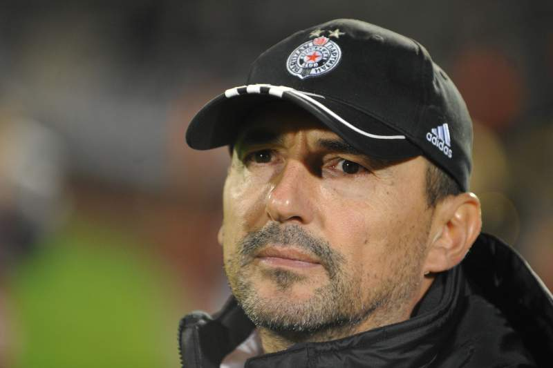 Partizan despede treinador após aproximação do Estrela Vermelha