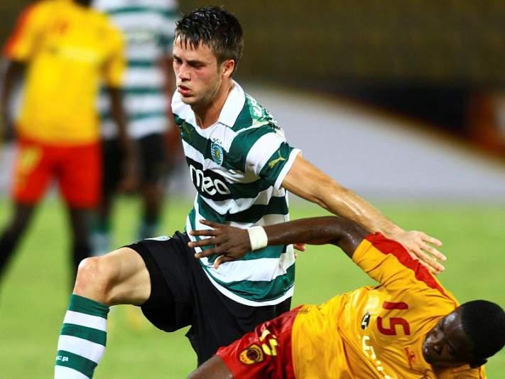 Sporting goleado em Angola