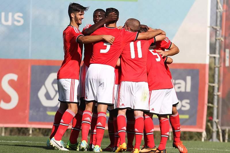 Benfica goleia Real Madrid e está na final