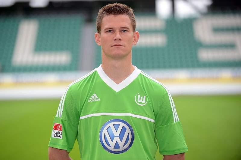 Eintracht Frankfurt contrata defesa Alexander Madlung
