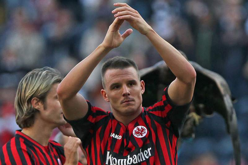 Alex Meier coloca Eintracht Frankfurt no segundo lugar