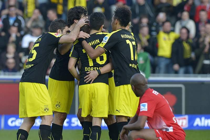 Borussia Dortmund mantém segundo lugar da Bundesliga