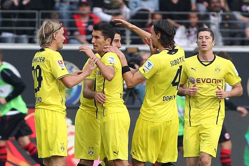 Dortmund assume liderança da Liga alemã