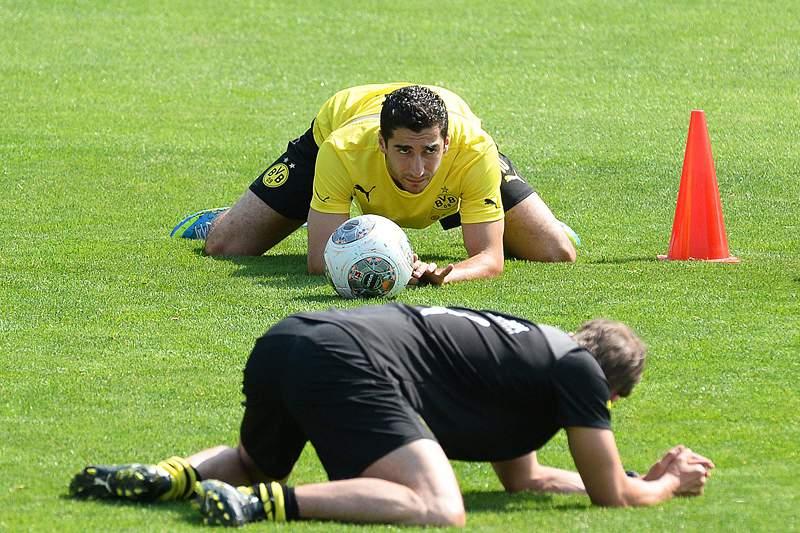 Mkhitaryan falha arranque do campeonato por lesão