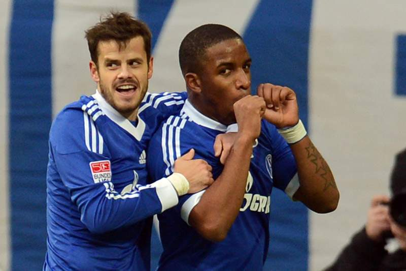 Golo tardio de Farfan lança Schalke 04 para o segundo lugar