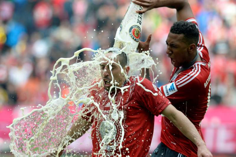 Defesa Jérôme Boateng prolonga contrato até 2018