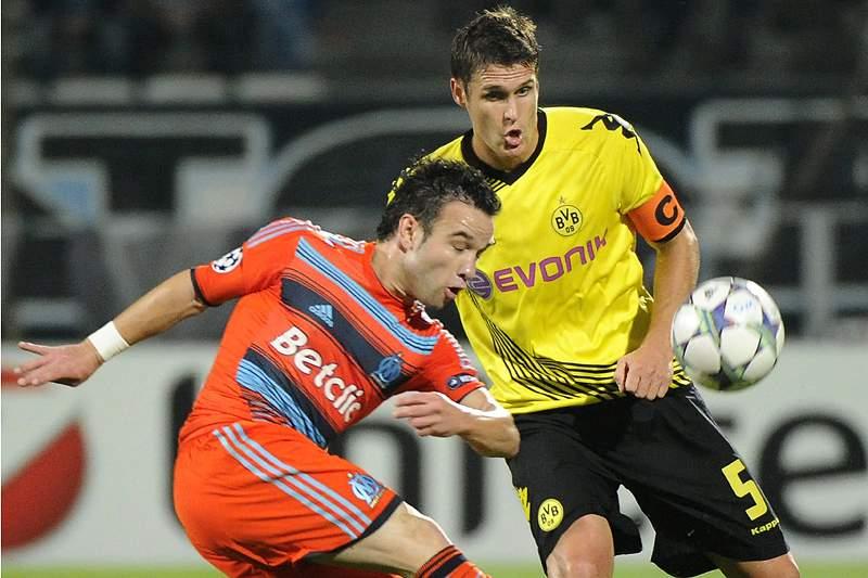 Kehl prolonga contrato e termina a carreira no Dortmund