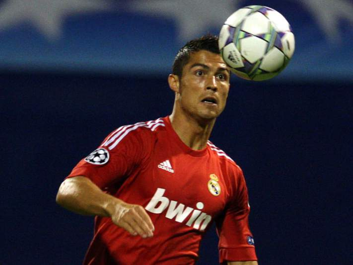 Ronaldo considera vergonhosa arbitragem de Oddvar Moen