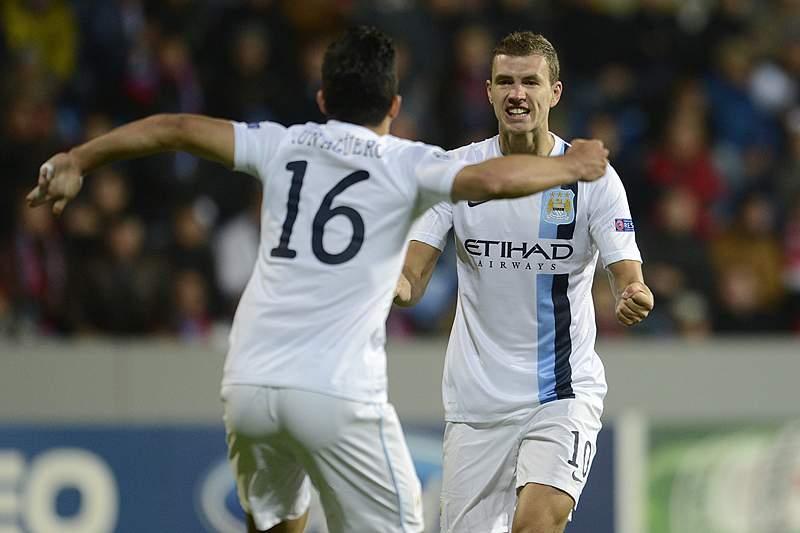 Manchester City goleia e segue em frente