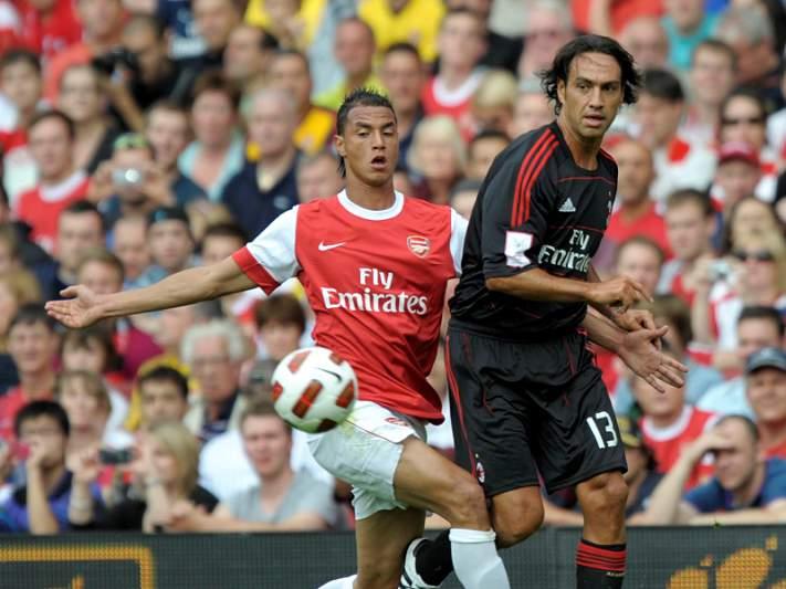 AC Milan defronta Arsenal nos oitavos