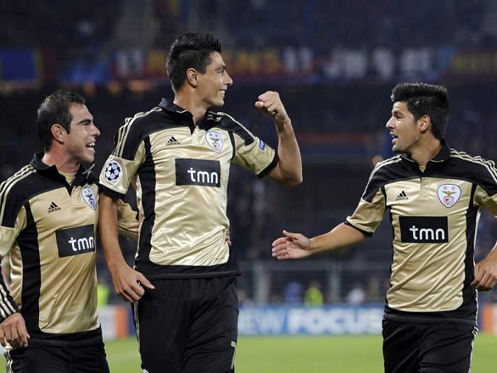 Benfica vence 'guerra de nervos' em Basileia