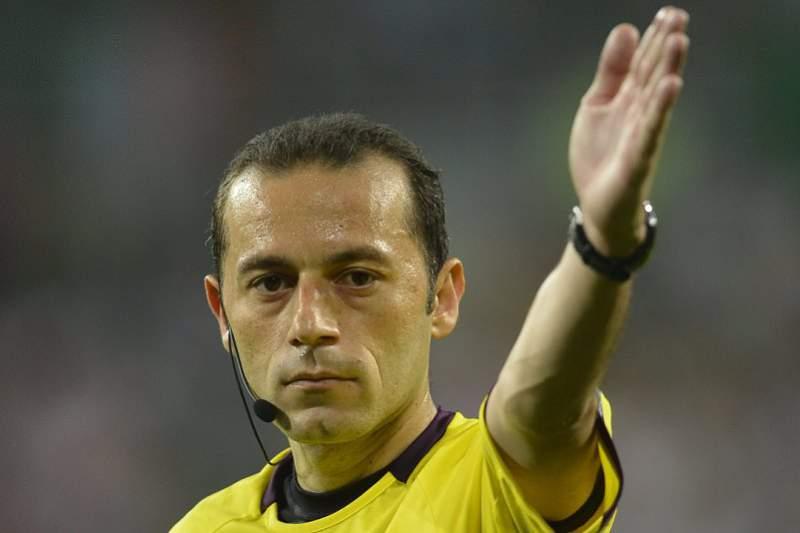 Cuneyt Çakir arbitra Benfica-Barcelona