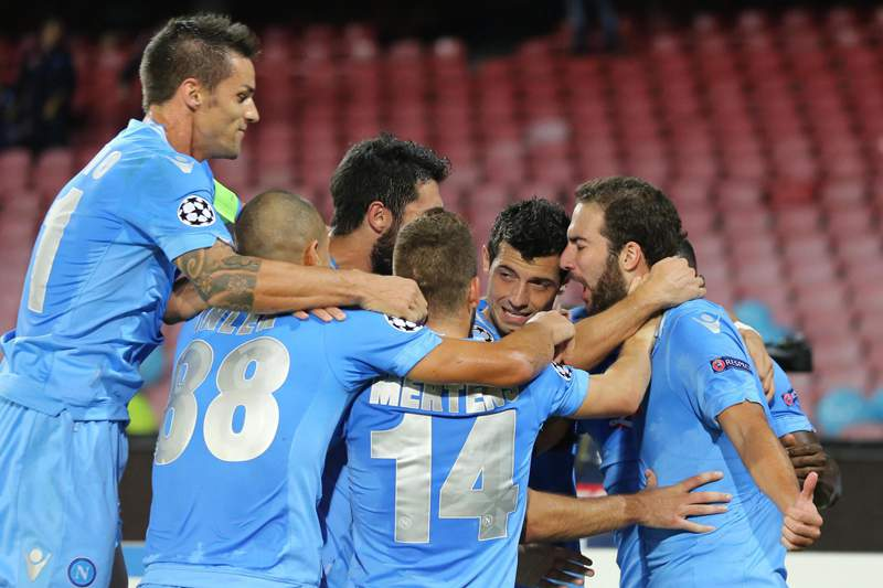 Arsenal e Nápoles lideram Grupo F