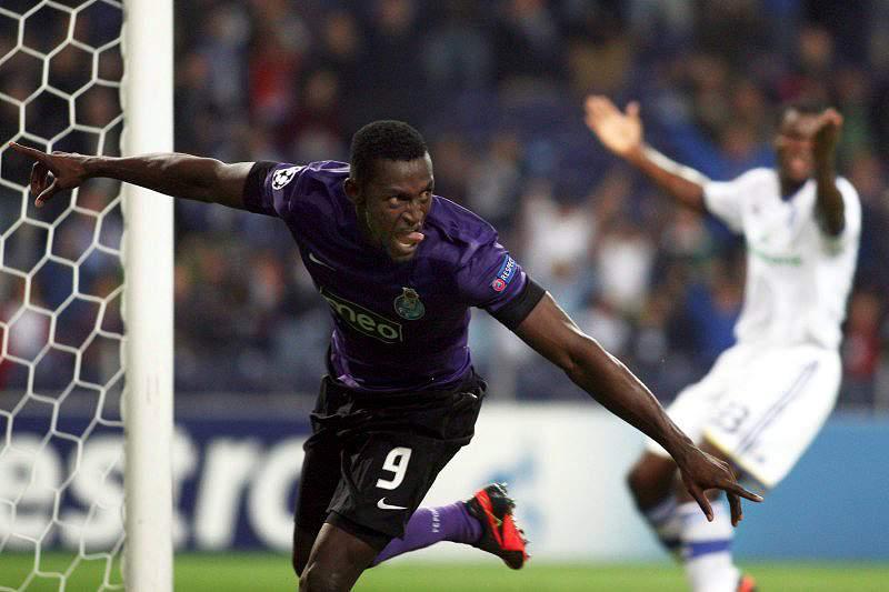 FC Porto escorrega mas não cai