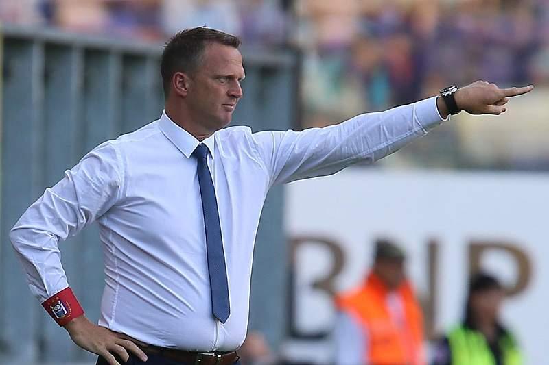 Anderlecht rescinde com John van den Brom
