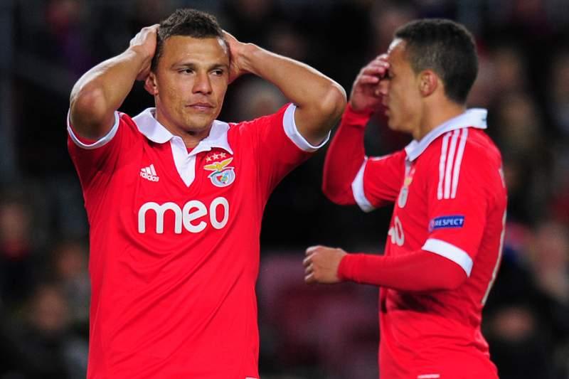 Rodrigo de volta ao onze do Benfica