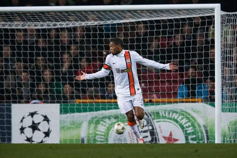 UEFA suspende Luís Adriano por um jogo