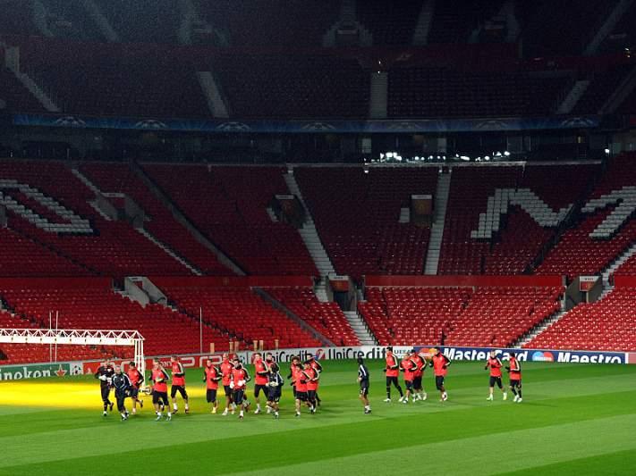 Benfica em Manchester para fazer história