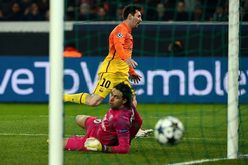 Barcelona procura fazer história em Camp Nou