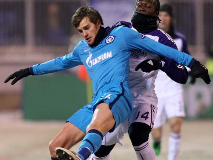 Zenit e Lokomotiv seguem para os