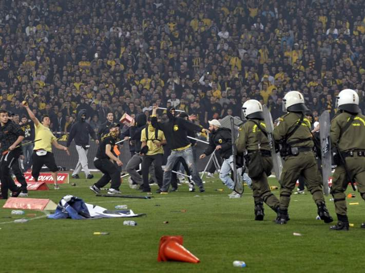 Confrontos em Atenas entre adeptos do Marselha e a polícia grega