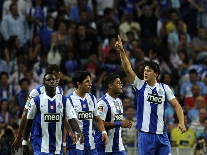 Concentração à porta da casa do FC Porto
