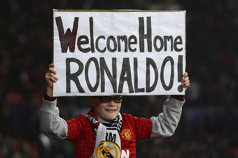 Cristiano Ronaldo ovacionado em Old Trafford