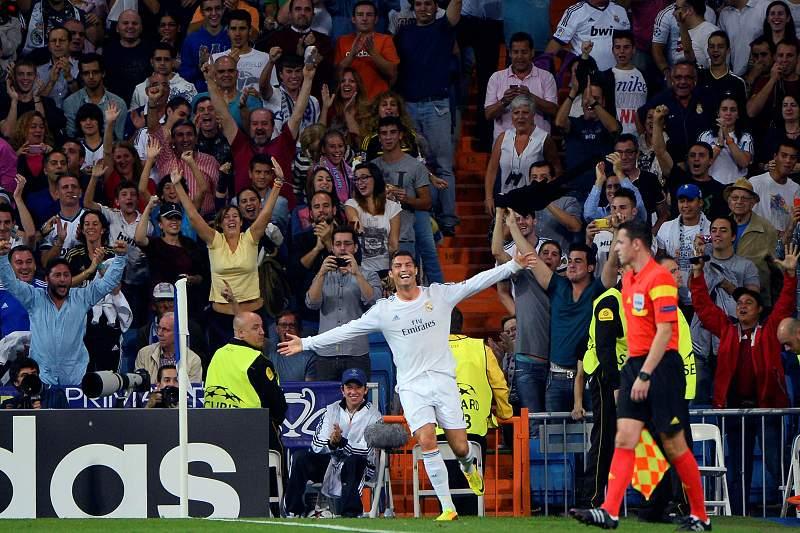 Ronaldo bisa na noite dos 100 jogos