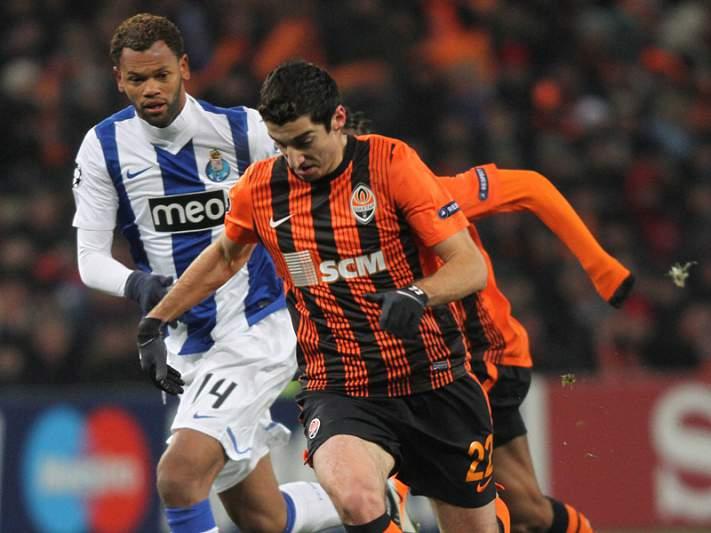 Shakhtar goleia Arsenal de Kiev e sobe à liderança