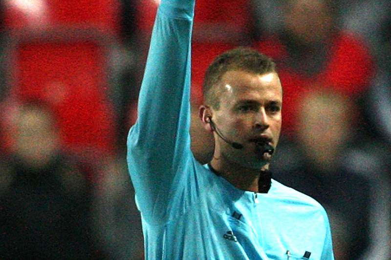 Norueguês Svein Oddvar Moen arbitra o Barcelona-Benfica