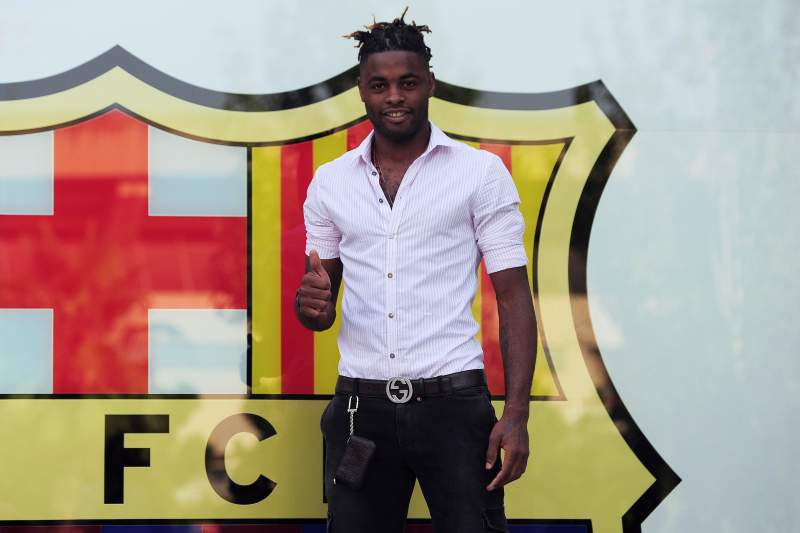Alex Song pode estar de regresso a Inglaterra