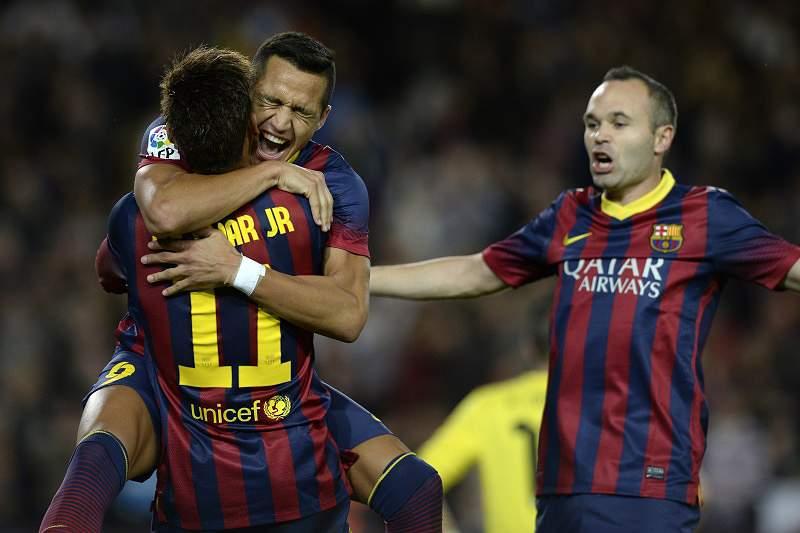 Barcelona goleia Elche e regressa à liderança