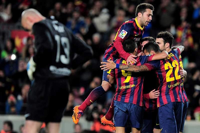 Barcelona ganha e volta à liderança
