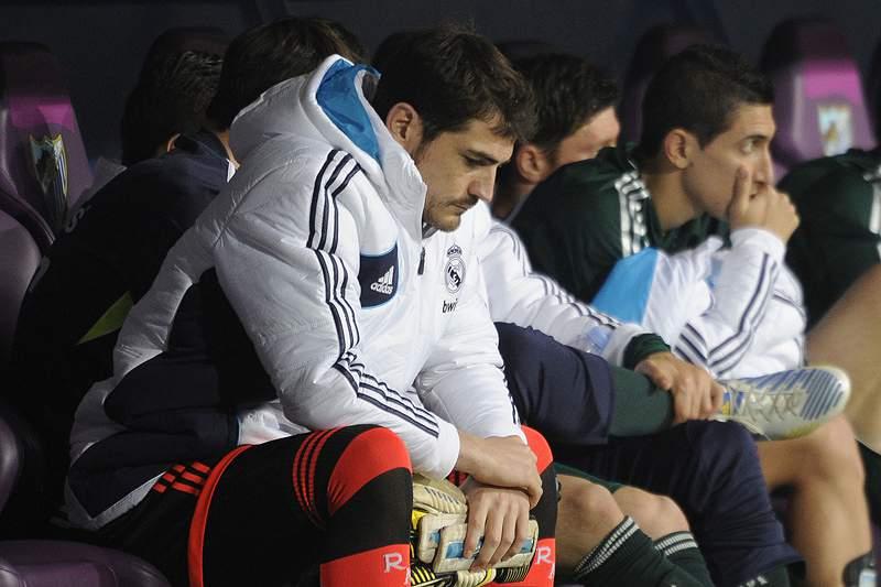 Casillas volta a sentar-se no banco